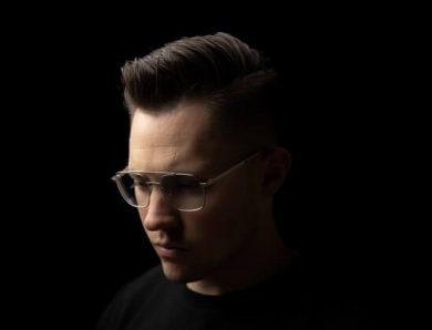 Quelle coupe de cheveux pour un homme avec un crâne dégarni sur le devant ?