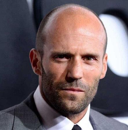 Jason Statham coiffure cheveux ultra court