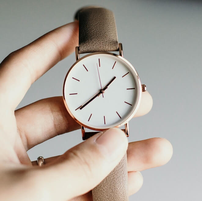 Ouvrir une montre a pas de vis sans encoche