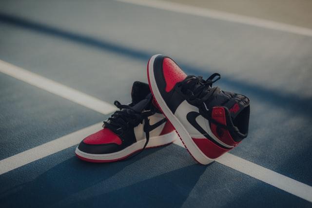 Mini-sneakers : zoom sur un shop de porte-clés sneakers • The ...
