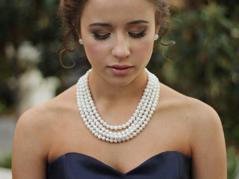 Comment porter un collier de perles ?