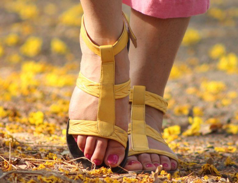 Les nu-pieds seront à la mode sur les plages en 2021 !