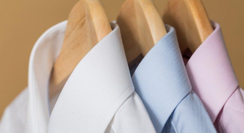 chemises sur un portant