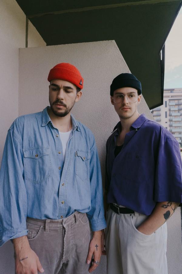 hommes en chemise
